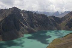 Montañas en Kirguizistán Fotografía de archivo