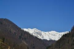 Montañas entre el invierno y la primavera Imagenes de archivo