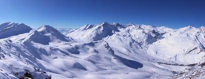Montañas panorámicas del invierno Foto de archivo