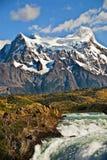 Montañas y cascada, Chile Imagen de archivo libre de regalías