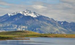 Montañas y lago Imagen de archivo