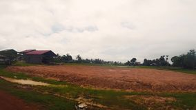 Montada em um Tuk Tuk através de Camboja rural video estoque