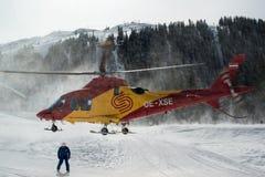 Elicottero di salvataggio nella zona di sci di Montafon Immagini Stock