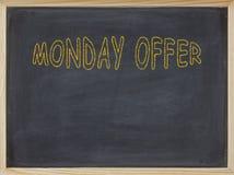 Montag-Angebotfleisch geschrieben auf eine Tafel Stockbild
