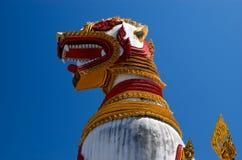 Montag-Löwe-Statue in Sangkhlaburi Lizenzfreie Stockbilder