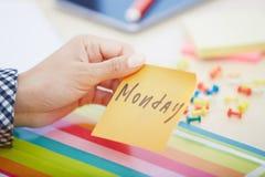 Montag-Text auf klebender Anmerkung Lizenzfreies Stockbild