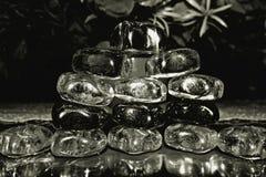 Montage noir et blanc avec les pierres en verre photos libres de droits