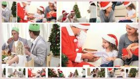 Montage von den Familien, die zusammen Weihnachten aufwenden stock video footage