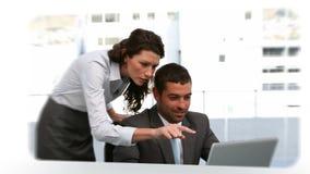 Montage von verschiedenen Situationen von den Geschäftsleuten, die zusammenarbeiten stock video