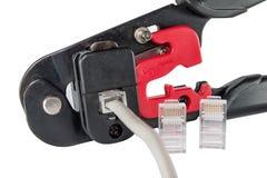 Montageklammern, -verbindungsstücke und -kabel Stockbilder