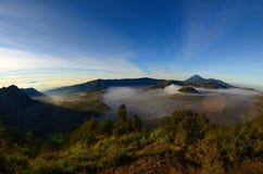 A montagem Bromo, é um vulcão ativo e uma parte do massif de Tengger, em East Java, Indonésia imagens de stock