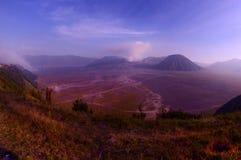 A montagem Bromo, é um vulcão ativo e uma parte do massif de Tengger, em East Java, Indonésia imagens de stock royalty free