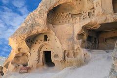 Montagem com cavernas Fotografia de Stock Royalty Free