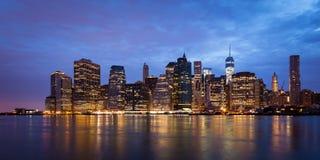 Montagem da noite da skyline de Manhattan ao dia - New York - EUA Imagens de Stock