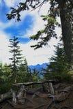 Montagem de ascensão Seymour do ponto da vigia, Columbia Britânica que escala à primeira cimeira máxima com um horizonte do vale  Fotos de Stock