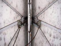 Montagem do guindaste do teto da construção industrial imagens de stock royalty free