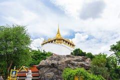 A montagem dourada em Wat Saket, um a maioria de marco do curso de B Fotografia de Stock