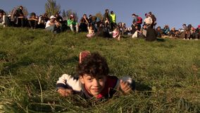 Montagem dramática da coleção das imagens da crise esloveno do refugiado