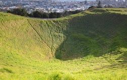 Montagem Eden Mount. Oakland. Nova Zelândia. Foto de Stock Royalty Free