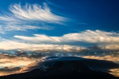 montagem excedente Lenticular wispy Shasta imagem de stock royalty free