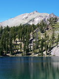 Montagem Lassen, lago shadow Imagem de Stock Royalty Free