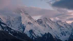 Montagem Masherbrum (K1), Karakorum, Paquistão fotos de stock