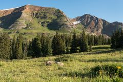 Montagem Owen e Ruby Peak a oeste de montículo com crista Imagem de Stock Royalty Free