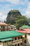 Montagem Popa o vulcão velho de Myanmar fotos de stock