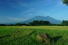 Montagem Salak em Bogor Indonésia foto de stock royalty free