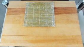Montaggio di fabbricazione dei rotoli di sushi a casa sequenza video d archivio