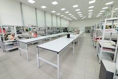 Montaggio di superficie e pre-assemblea dell'officina Industria elettronica Fotografia Stock