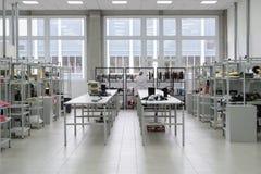 Montaggio di superficie e pre-assemblea dell'officina Industria elettronica Fotografia Stock Libera da Diritti