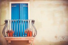 Montaghe das janelas de Colurful de Caorle Imagem de Stock