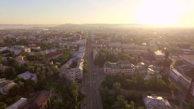 Montagna aerea di Photography Mattina di grande città Estate irkutsk stock footage