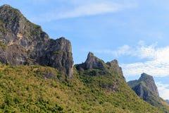 Montagna al parco nazionale del yod di ROI di Sam di khao, Tailandia Immagine Stock