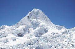 Montagna Alpamayo della neve Immagine Stock