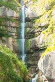 Montagna in alpi austriache, Hallstatt della cascata Immagini Stock