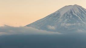 Montagna alta chiusa di Fuji con la copertura di neve Fotografia Stock