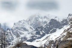 Montagna alta coperta dei ghiacciai sulle alpi italiane Fotografie Stock