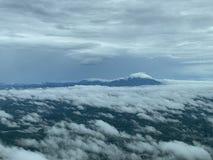 Montagna alta del cielo immagini stock