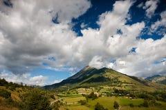 Montagna Autane minuta, villaggio Les Faix di estate, Champsaur, Francia Immagine Stock Libera da Diritti