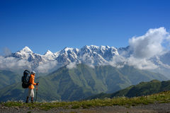 Montagna che cammina di estate Immagine Stock