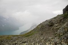 Montagna che fa un'escursione in Norvegia Immagini Stock Libere da Diritti