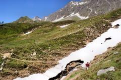 Montagna che fa un'escursione in primavera Immagine Stock
