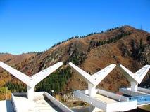 Montagna, cielo, alberi Fotografia Stock Libera da Diritti