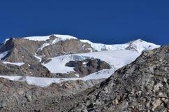 Montagna con i ghiacciai Fotografie Stock Libere da Diritti