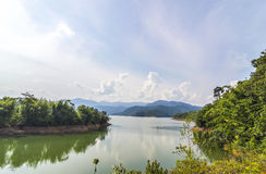 Montagna con il lago Fotografie Stock