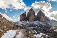 Montagna con le Cielo-dolomia nuvolose, Italia delle dolomia Fotografia Stock