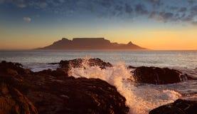 Montagna con le nubi, Città del Capo della Tabella immagine stock