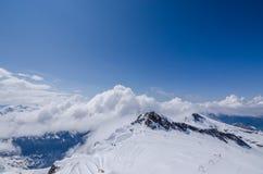 montagna con le nuvole al cielo Fotografia Stock Libera da Diritti